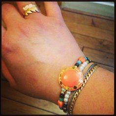 Bracelet bouton et perles. Collection été 2014.