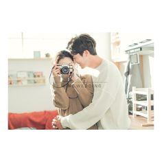 Pre Nup Photoshoot, Korean Couple Photoshoot, Pre Wedding Photoshoot, Prewedding Photoshoot Ideas, Creative Couples Photography, Korean Wedding Photography, Couple Photography, Hello Photo, Pre Wedding Poses