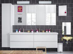 Cette double vasque aux lignes toutes simples est idéale dans une salle de bain spacieuse et familiale.  © Ikea