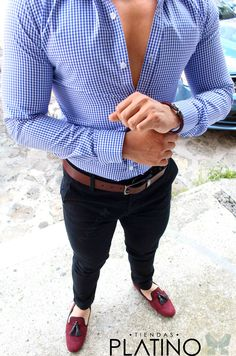 Camisa Slim Fit cuadro chico azul, pantalón gabardina negro y loafer vino - Tiendas Platino Ropa para caballero de moda hecha en México #Camisa #SlimFit #HechoenMéxico #Tiendasplatino #Men #Menfashion #Fashionstyle #Mexico #Moda #Fashion #Menstyle #Modahombres #pantalon