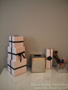 Make-up table  kaptafels & styling on Pinterest  Interieur, Vanities ...