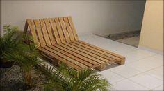Espreguiçadeiras feita com madeira reaproveitada de pallete.