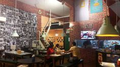 #Mumbai has got its first F.R.I.E.N.D.S themed café called #CentralPerk7 Add: Plot No. 5/6, Kharghar Station Rd, Wing F, Sector 8, Kharghar, Navi Mumbai, Maharashtra 410210 Contact: 9819300065 #Food #Restaurants #FastFood #BreakFast #Mumbai #CityShorPune
