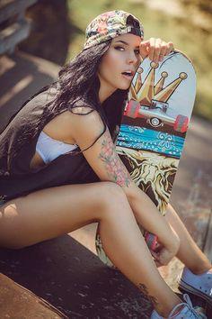 Max hardcore girls smoking