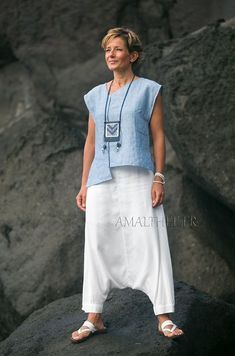 White and blue Casual linen outfit for holidays -:- AMALTHEE -:- n° 3420