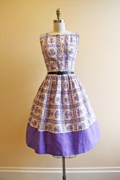 1950s Dress Vintage 50s Dress Purple Novelty Print door jumblelaya