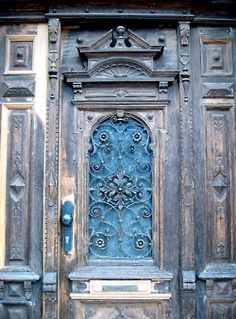 This site has pictures of many doors. ABSOLUTELY EXQUISITE!! (I need a door like this to my house!!).  ;) 💗