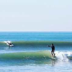 Sliding and jiving with 10 piggies over. Tribesman Kai Takayama. San Onofre, CA. Photo by Andrea Coleman. #hippytreetribe #surfandstone #surfing