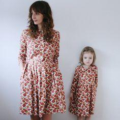 Mohn Druck Vintage Kleider - Mutter und Tochter, die passenden Kleider - Mami und mir das passende Kleid - Floral Print Kleider-Handarbeit OFFON von OffOn auf Etsy https://www.etsy.com/de/listing/269542982/mohn-druck-vintage-kleider-mutter-und