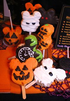 Frightfully Good Halloween Treats & Products At The Disneyland Resort! #HalloweenTime — The Queen of Swag!