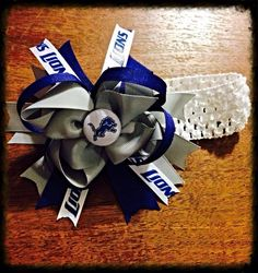 Show your team support with this Detroit Lions headband. Hair bow is attached to an alligator clip for easy removal allowing you to put directly into your princess' hair or attach to another headband.   $10.00 plus shipping