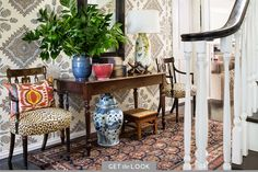 Image of: decorate narrow entryway hallway entrance foyer table small console tables for entryway slim Design Entrée, House Design, Design Ideas, Interior Exterior, Interior Design, Exterior Paint, Narrow Entryway, Halls, Decoration Entree