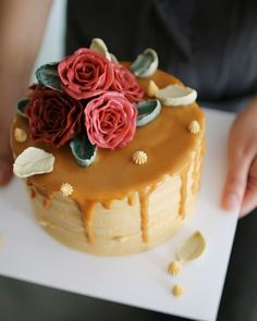 Salted caramel buttercream cake Made by_vivi #플라워케이크 #버터크림플라워케이크 #비비케이크…