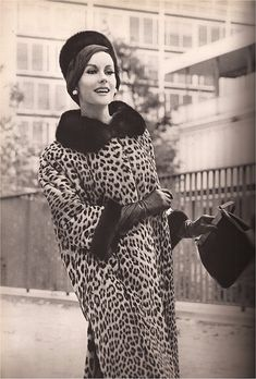A Vintage Fashion Blog with photographs of fashions from the forties through today culled from the top fashion magazines of the past decades. Vintage Fur, Mode Vintage, Vintage Glamour, Vintage Leather, 1960s Fashion, New Fashion, Vintage Fashion, Leopard Fur Coat, Top Fashion Magazines
