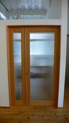 造作建具で良く使う素材。 スプルスのガラス框戸。 …