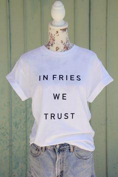 T-Shirts mit Spruch - 'IN FRIES WE TRUST' oversize T-Shirt mit Spruch - ein…