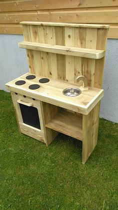 Children Furniture Diy Toy Kitchen 54 Ideas For 2019 Outdoor Play Kitchen, Diy Kids Kitchen, Wooden Play Kitchen, Mud Kitchen, Childs Kitchen, Kitchen Ideas, Playhouse Furniture, Kids Room Furniture, Pallet Furniture