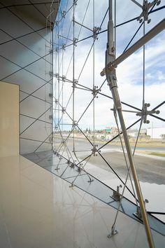 Main lobby view to the rhomboid glass fa�ade