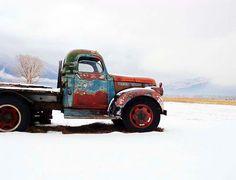 Big Oversized Rusty Chevy Winter Vintage Taos von CheyAnneSexton