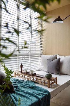 Modern Chinese Interior, Contemporary Interior, Bay Window Design, Indoor Balcony, Interior Styling, Interior Design, Window Benches, Built In Seating, Beautiful Interiors
