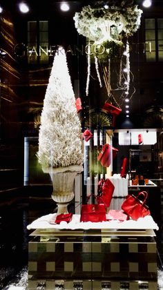 Gianfranco Lotti - Via Tornabuoni -  Christmas window display 2014 -  Visual merchandising - red color and stylized white tree -  Theme : Christmas Time in Boboli garden ( Pitti palace in Florence )