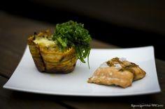 Lasagnemuffin mit geplanktem Lachs und Seealgensalat!