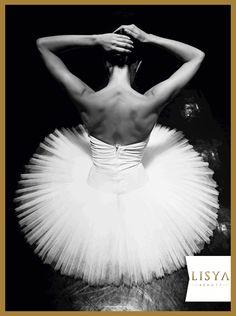 """""""Dürüst bir kadının güzelliği, ateşe benzer;  yaklaşmayana hiçbir zararı dokunmaz."""" – #Cervantes #BaleGünü #bale #dans"""