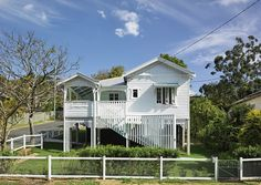 This Queensland bungalow was renovated to preserve its iconic Australian design by Vokes & Peters. Outdoor Spaces, Indoor Outdoor, Outdoor Decor, Old Home Renovation, Queenslander House, Country Fences, Timber House, Australian Homes, Cool Countries