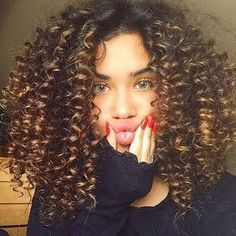The Top Tips For Buying High-Quality Hair Extensions – Hair Care Long Curly Hair, Curly Girl, Wavy Hair, New Hair, Pelo Natural, Natural Curls, Natural Hair Styles, Long Hair Styles, Crimped Hair