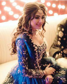 Hairstyles For Round Faces .Hairstyles For Round Faces Punjabi Wedding Suit, Punjabi Bride, Pakistani Wedding Outfits, Pakistani Dresses, Pakistani Bride Hairstyle, Dulhan Dress, Shadi Dresses, Punjabi Girls, Pakistani Suits
