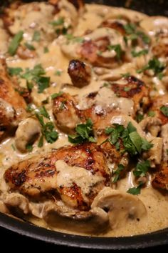 Kippendij in champignon roomsaus Chicken thigh in mushroom cream sauce - Delicious Happen Food Platters, Food Dishes, I Love Food, Good Food, Yummy Food, Diet Food To Lose Weight, Comfort Food, Easy Cooking, Food Hacks
