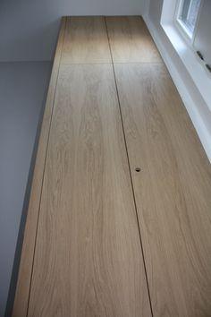 Een ruime meterkast op maat, iets groter dan normaal met veel opbergruimte tot aan plafond van 3,30 m.