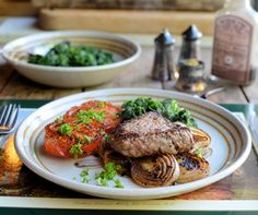ONLY 296 calories for ALL of this! Paleo 5:2 Diet Recipe for Pepper Steak with Pan-fried Onions, Tomatoes and Spinach