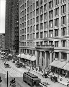 "Chicago circa 1908. ""Marshall Field & Co. department store, State Street."""