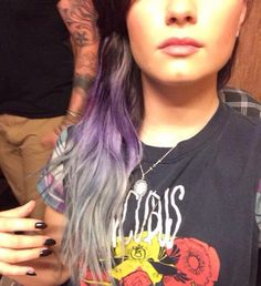 Demi Lovatos new lavender/silver ombre hair. Im in LOVE with this Silver Ombre Hair, Purple Hair, Purple Ombre, Demi Lovato Hair Color, Latest Hair Color, Beauty Trends, Hair Trends, New Hair, Hair Inspiration