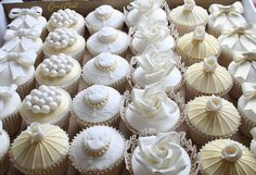 Ivory, gold & white cupcakes by Cotton and Crumbs Cupcakes Design, Cupcakes Cool, White Cupcakes, Beautiful Cupcakes, Wedding Desserts, Wedding Cupcakes, Wedding Cake, Engagement Cupcakes, Mini Cakes