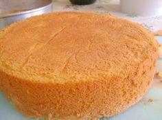 Massa de pão de ló é fácil e econômica, rende bastante e é ótima para trabalhar com ela, serve para bolos, tortas e bolo no pote!!!