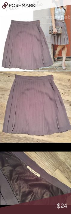 """Free People pleated gray chiffon skirt sz XS 2 4 This silky pleated Free People skirt flows beautifully with anything. It's the perfect day-to-night style is pleated maxi skirt flows beautifully to the floor .This is perfect day-to-night style made of high quality dark gray chiffon with inner lining, hidden side zipper and top button closure.   Details & Measurements ·      Size: unknown (tag removed) ·      Waist: 14"""" (laying flat) ·      Length: 21"""" (waist to bottom hem) Free People Skirts…"""