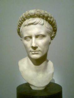 Buste d'Auguste avec la couronne triomphale type Forbes, vers 29 avt J.C. #expoauguste #grandpalais