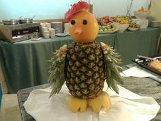 Nuevo ayudante en el bufffet #piña #decoración #creatividad