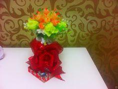 Сладкий букет из мармелада купить недорого в интернет магазине товаров ручной работы  HandClub.ru  Сладкий букет из мармелада и декоративных цветов  в подставке в виде блюдца или подноса (по желанию)