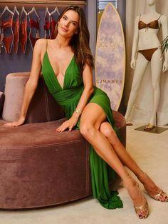 "Alessandra Ambrósio sobre desfile de Victoria's Secret: ""Tudo tem seu fim"" - 14/12/2019 - UOL Universa Alessandra Ambrosio, Sublime Creature, Pernas Sexy, Sexy Women, Fashion Models, Fashion Outfits, Style Fashion, Victoria's Secret, Sexy Legs And Heels"