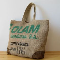 OJALÁ |Burlap & Suede Tote Bag. Bolso grande de arpillera y antelina confeccionado artesanalmente. Large handmade burlap & suede tote bag. #coffeesacks #repurposed #totebag #jute