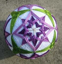Goodness, I've gotten behind on my temari blogging. I just went to the last class Barb is having in preparation for EGA this weekend, and I realized I never got around to blogging about the class before that. That class was the second half of the intermediate session; we learned Maritime Stars in the first…