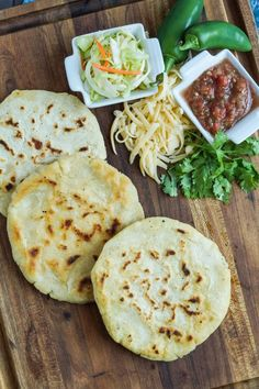 Pupusas de Queso (Salvadoran Cheese-Stuffed Tortillas) - With pickled cabbage and salsa Mexican Dishes, Mexican Food Recipes, Vegetarian Recipes, Cooking Recipes, Mexican Snacks, Mexican Meals, Veggie Recipes, Yummy Recipes, Free Recipes