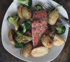oven-roasted salmon,  potatoes & broccoli | everybody likes sandwiches