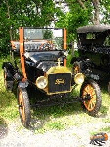 Exposition de voitures anciennes et modifiées Ste-Rose
