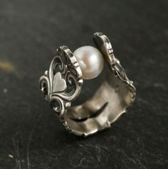 Spoon pearl ring - would love to see this done with as black pearl