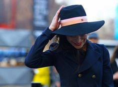 Caroline Sieber in Maison Michel hat London Fashion Weeks, All Black Looks, Fashion Outfits, Womens Fashion, Fashion Pics, Street Fashion, Fashion Editor, Sophisticated Style, Winter Fashion