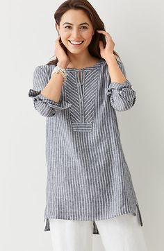 "linen mixed-stripes tunic ""Linen gray tunic - Love the structured feel given to this comfy piece by the fabric choice and the geometric treatment at the ne Kurta Designs, Blouse Designs, Linen Dresses, Casual Dresses, Linen Tunic, Linen Shirts, Mode Hijab, Indian Designer Wear, Mode Inspiration"